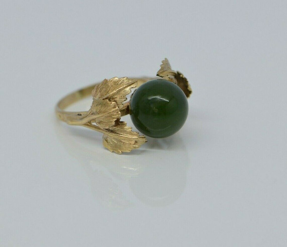 10K Yellow Gold Nephrite Jade Ball Leaf Ring Size 5.5 Circa 1950