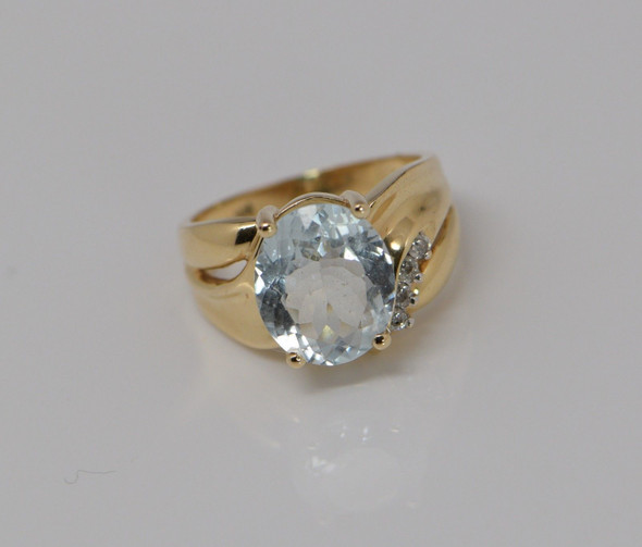 14K Yellow Gold Aquamarine and Diamond Ring Circa 1980 , Size 7.25