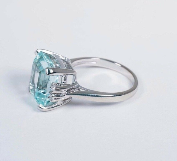 14K White Gold Aquamarine and Diamond Chip Ring, size 6.25
