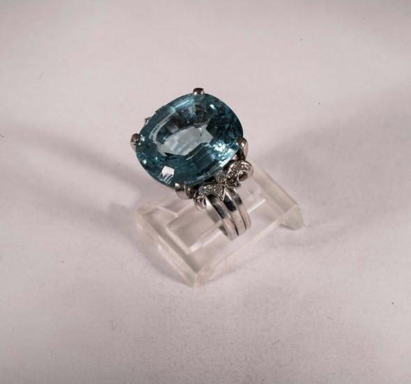 18K White Gold Aquamarine and Diamond Chip Ring, size 6.25