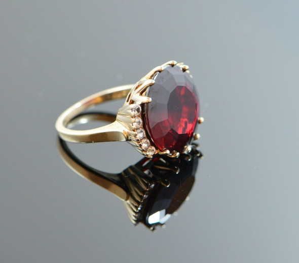 10K Yellow Gold Large Round Garnet or simulant Ring Circa 1960, Size 6.25
