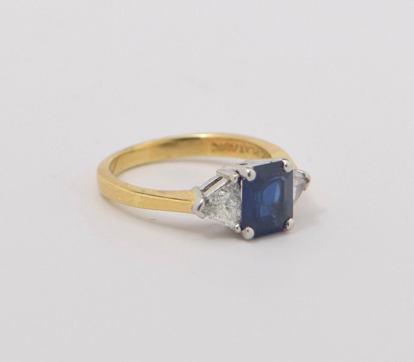 18K Yellow Gold Superb Quality Sapphire and Diamond Ring, size 8