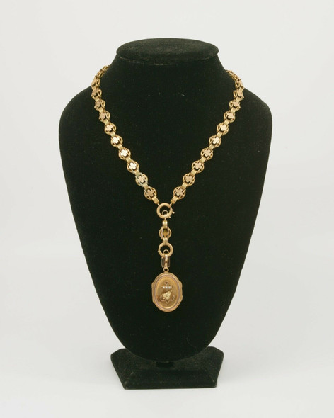 14k Yellow Gold Victorian necklace, leaf design with large oval locket