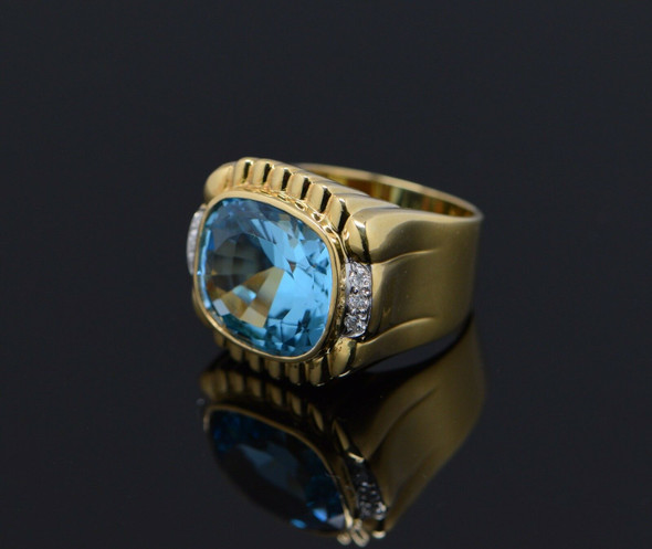 Superb 18K Yellow Gold Blue Topaz Ring, 20 carats, oval cushion cut, Size 6.5
