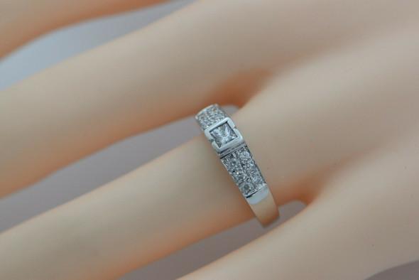 14K WG Diamond Engagement Ring Central Princess Cut Diamond Size 7