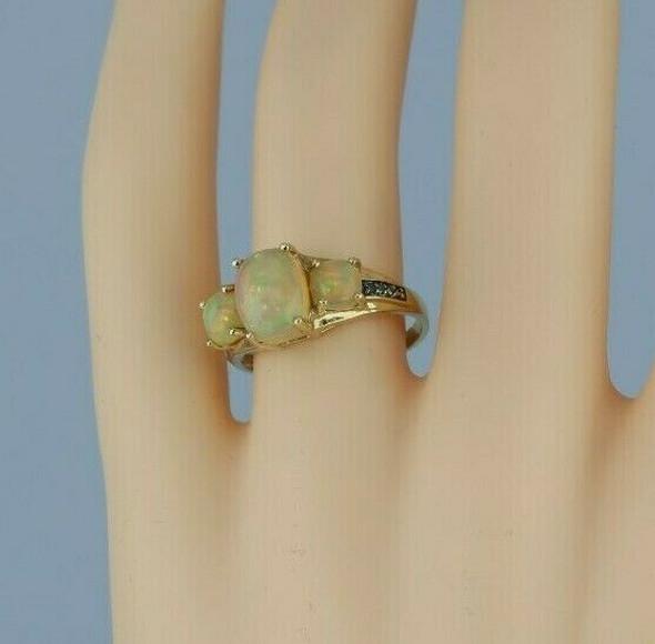 10K Ethiopian Opal 3 stone Ring Size 8 Circa 1990