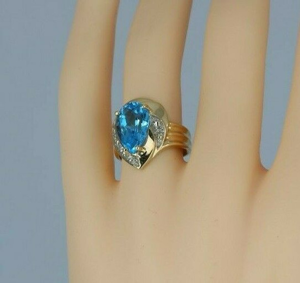10K Yellow Gold 5ct Blue Topaz and Diamond Ring Size 7.25 Circa 1990