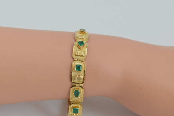 18K Rich Yellow Gold Colombian Emerald Bracelet, Circa 1950