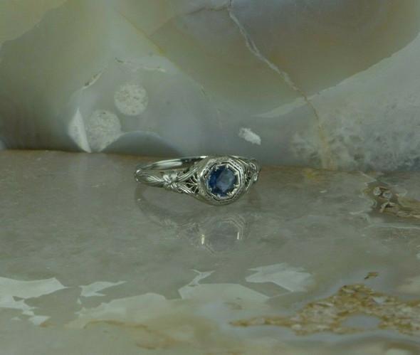 Antique 18K White Gold Blue Sapphire Art Deco Filigree Ring Size 6.5 Circa 1920