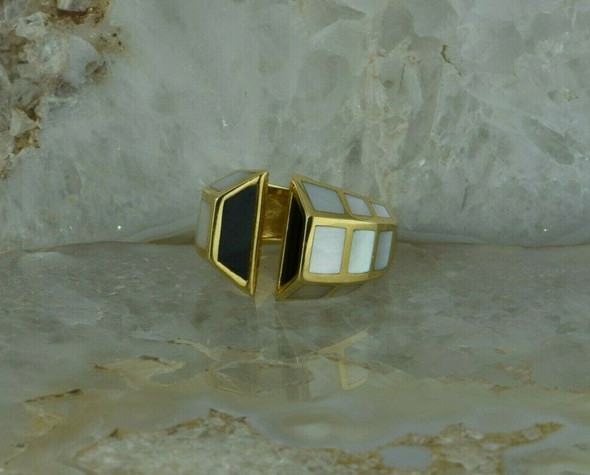 18K Yellow Gold Sleek Design Mother of Pearl and Black Onyx Inlay Ring Size 6.75