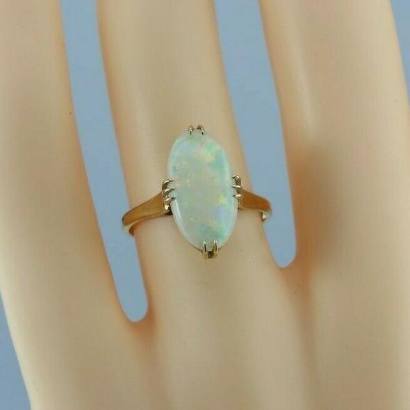 Vintage 18K Yellow Gold White Opal Cabochon Ring Size 6 Circa 1950