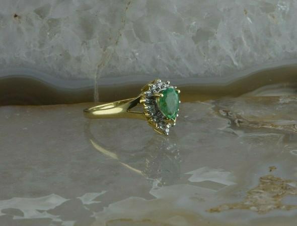 Vintage 14K Yellow Gold 1 ct tw Emerald Diamond Halo Ring Size 7 Circa 1960