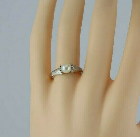 10K White Gold White Pearl Solitaire Ring Size 9 Circa 1970