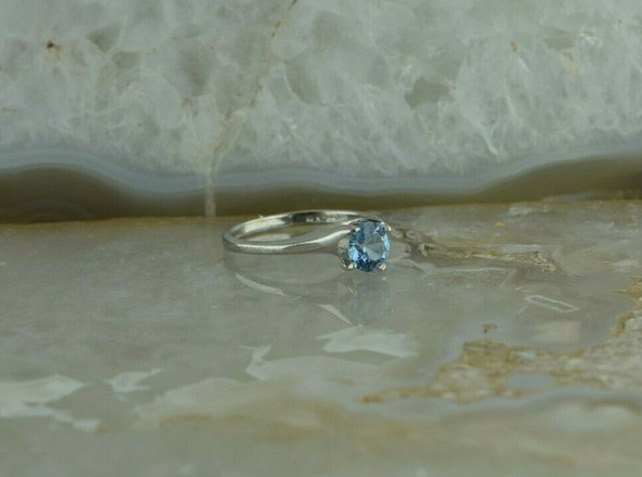 14K WG Blue Topaz Solitaire Ring Modernist Bypass Style Size 5.75 Circa 1990