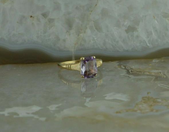 10K Yellow Gold Rectangular Amethyst Ring size 6.25