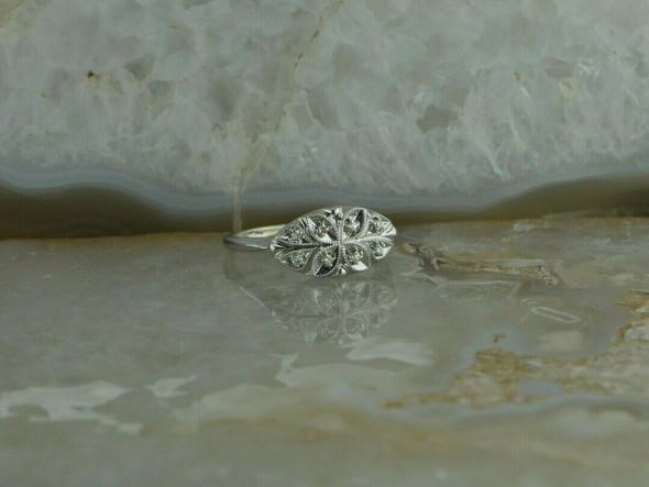 14K White Gold Diamond Set Pierced Ring Size 7