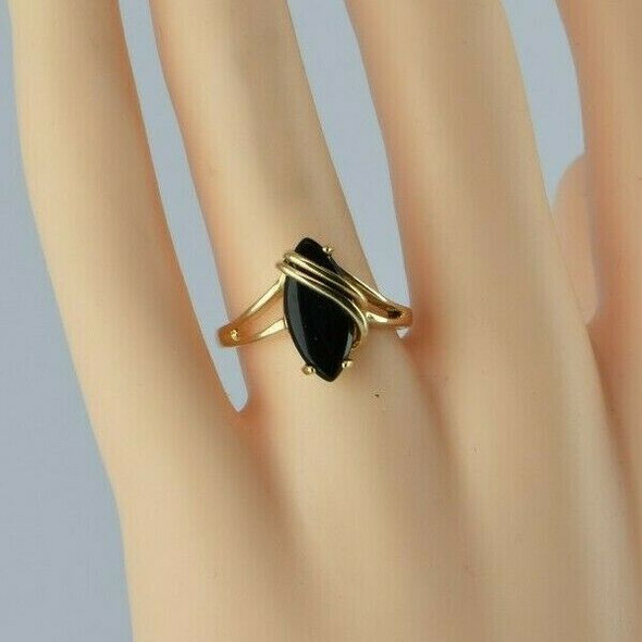 10K Yellow Gold Black Onyx Cabochon Ring Bypass Design Size 7.75 Circa 1980