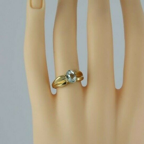 10K Yellow Gold Aquamarine Solitaire Ring Circa 1970 Size 8