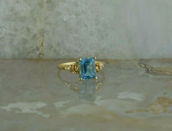 10K Yellow Gold Blue Topaz Diamond Accent Ring Size 6.5 Circa 1970