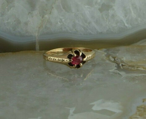 Vintage 10K Yellow Gold Ruby Ring Belcher Setting Size 5.75 Circa 1940