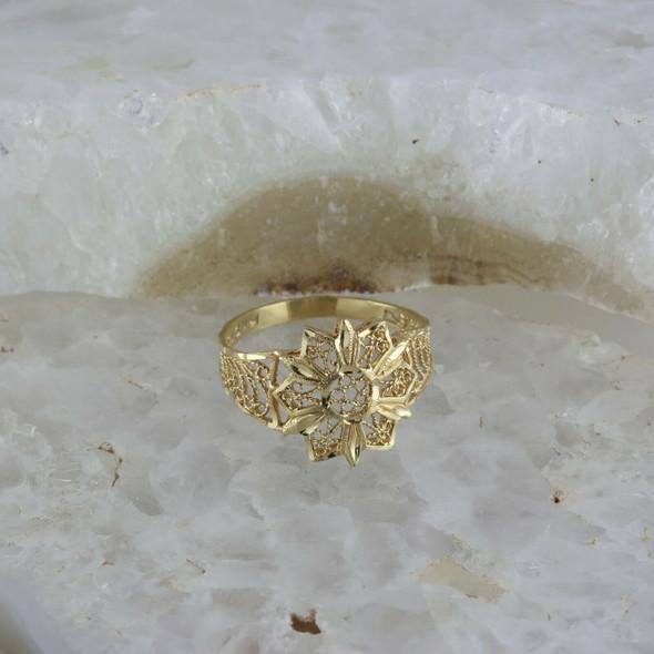 14K Yellow Gold Wire Filigree Ring Star Pattern Ring Size 8 Circa 1980