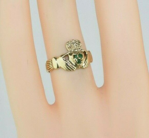 10K Yellow Gold Claddagh Ring with Emerald Size 6.75