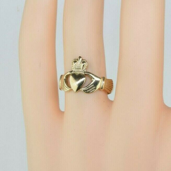 9K Yellow Gold Claddagh Ring Size 7.5
