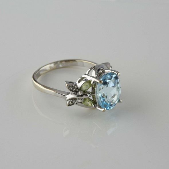 14K White Gold Blue Topaz Peridot and Diamond Ring Size 7 Circa 1970