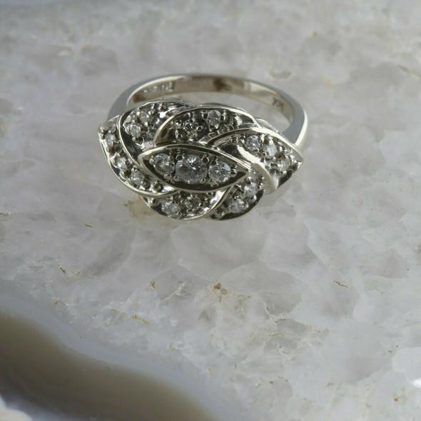 Vintage 14K White Gold Diamond Ring with 17 Diamonds Total Size 6.25 Circa 1950