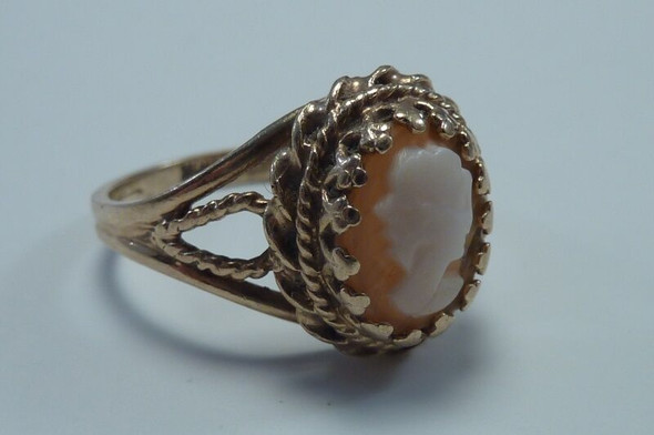 10K Yellow Gold Cameo Ring size 6.5