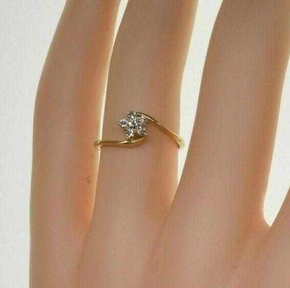 Vintage 14K Yellow Gold 1/4 ct tw Diamond Rosette Ring Size 4.5 Circa 1960