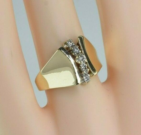 10K Yellow Gold Diamond Ring with 5 Round Diamonds Size 7 Circa 1970