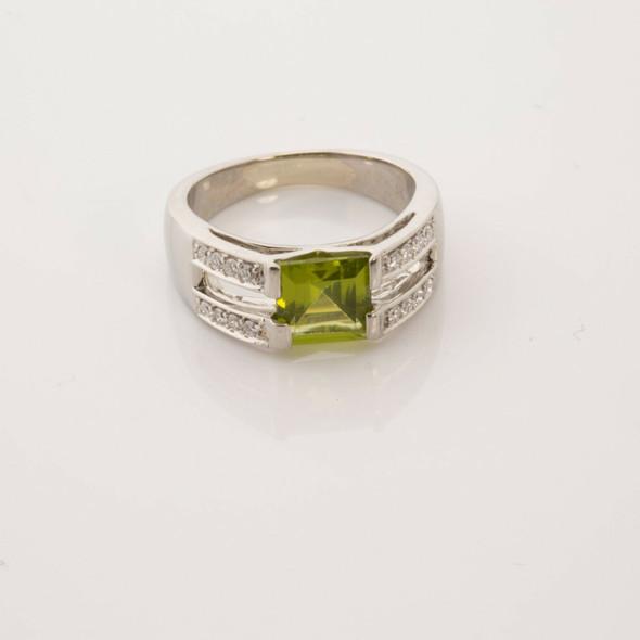 18K Super White Gold Peridot and Diamond Ring Size 6