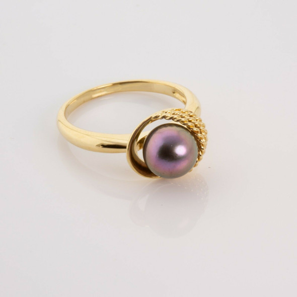 18K YG Fine Quality Black Pearl Ring with Purple Highlights Size 7 Circa 1970
