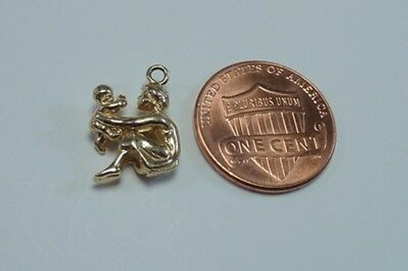 "14K Yellow Gold ""Mother and Child"" Charm/Pendant"