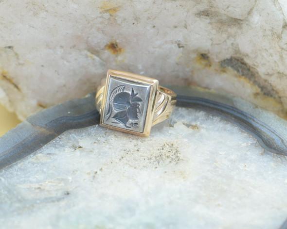 10K Yellow Gold Men's Hematite Roman Soldier Intaglio Ring Circa 1950, Size 7.5
