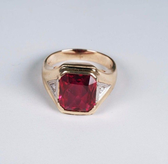 10k Yellow Gold Men's Late Deco Red stone and Diamond Chip Ring, Size 7.75