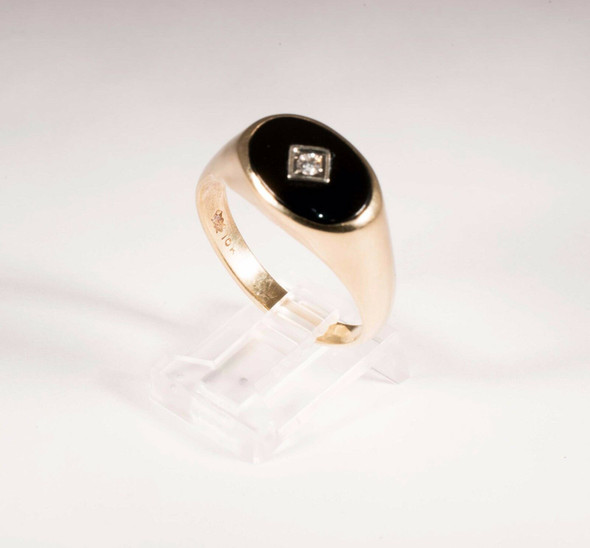 10K Yellow Gold Men's ring with Onyx and dia chips, Size 12.5