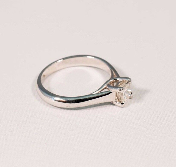 18K White Gold Princess Cut Engagement Ring Solitaire, size 5