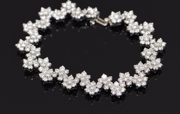 18K Superb Diamond Floral Bracelet - White Gold- 15 carat tw