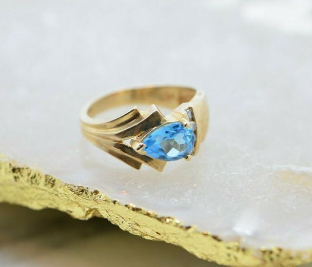 10K Yellow Gold Blue Topaz Ring with 4 Round Diamonds Size 7 Circa 1970