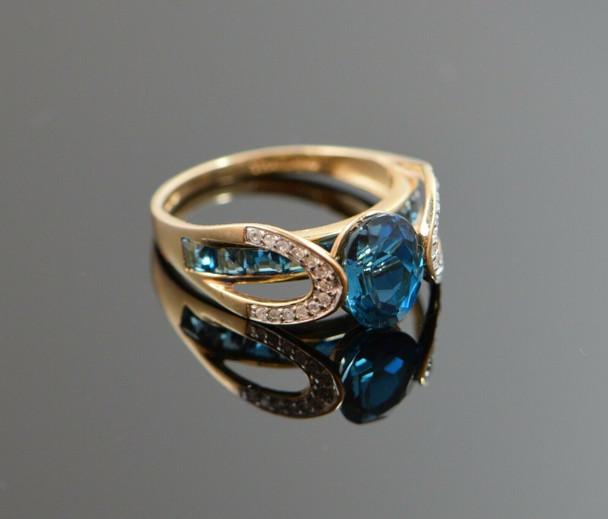 10K Yellow Gold Blue Topaz and Diamond Ring Circa 1990, Size 7.25