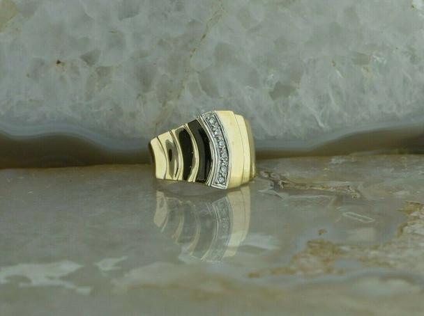 14K Yellow Gold Diamond Ring with 6 Round diamonds Size 6.25 Circa 1970