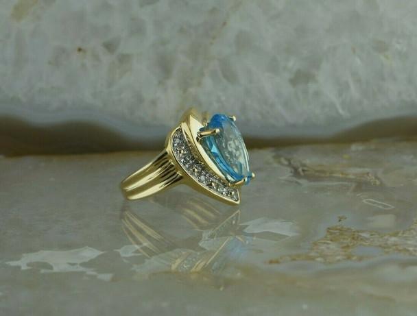 10K Yellow Gold 5ct Blue Topaz and Diamond Ring Size 7.25 Circa 1990