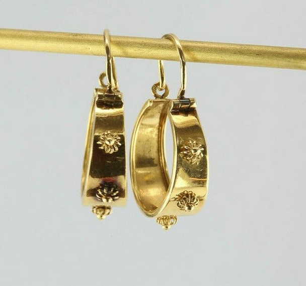 .800 Fine 19K Yellow Gold Earrings Wire and Bead Rosette Decoration Circa 1950