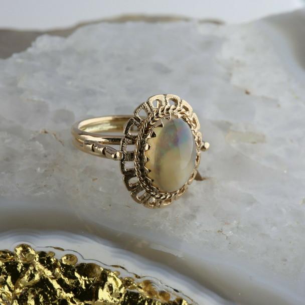 14K Yellow Gold Jelly Opal Ring Blue Purple Iridescence Size 5.75 Circa 1960