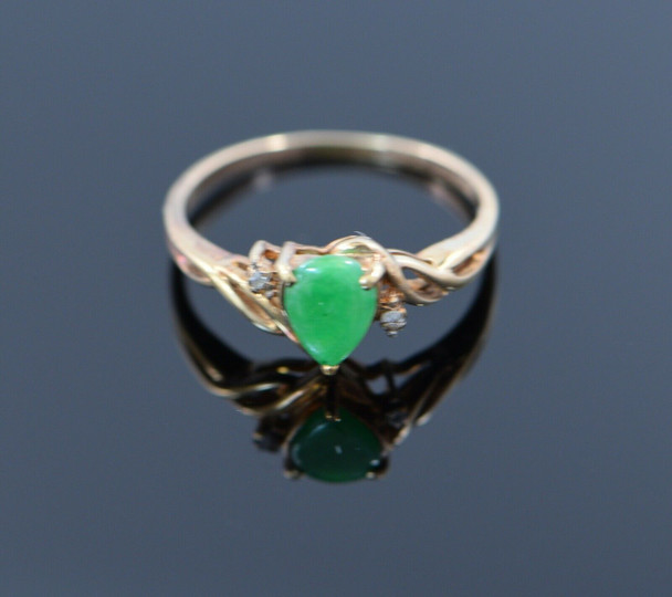 "10K Yellow Gold Green Jadeite & Diamond Accent ""Magic Glo"" Ring 1970's, size 5.5"