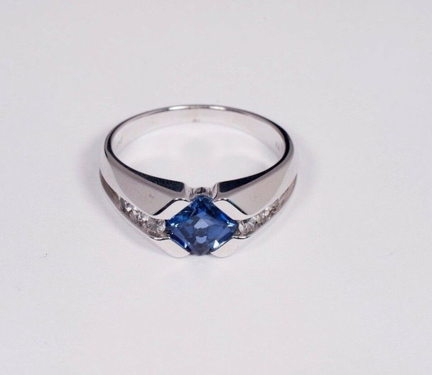 10K White Gold Men's Ring with Blue and White Stones, Size 10.25