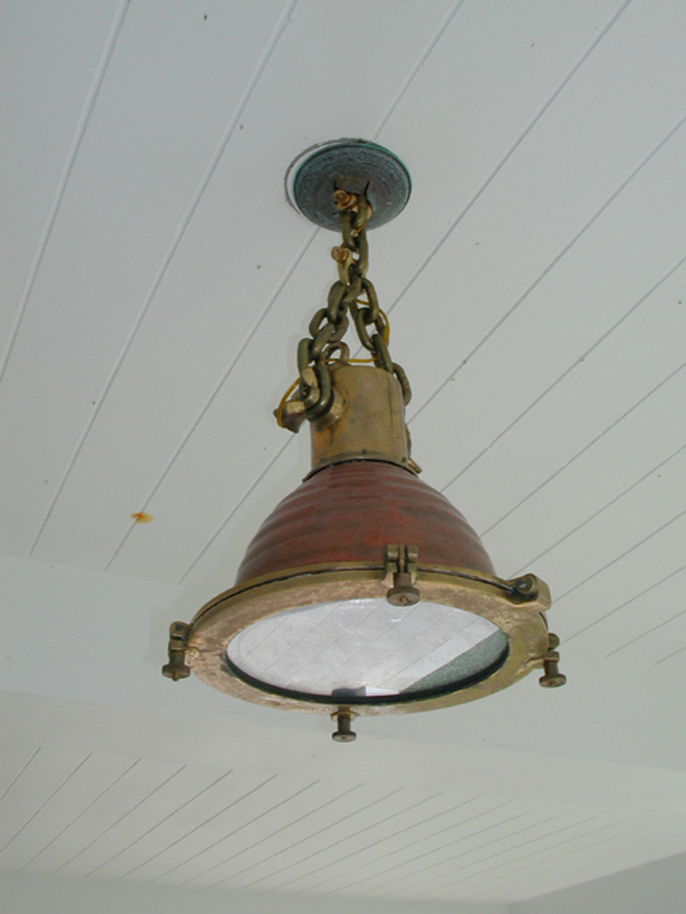 hanging cargo fox light-shown with optional hanging chain