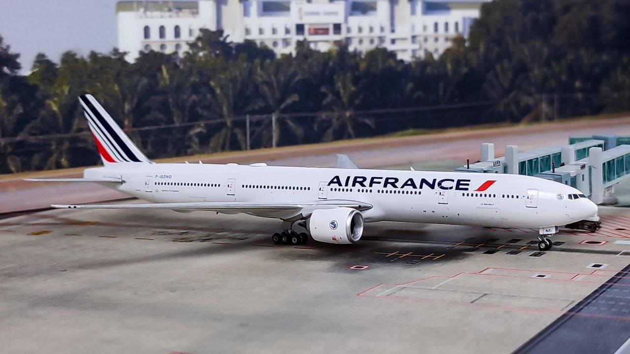 Phoenix 1:400 Air France 777-300ER F-GZND